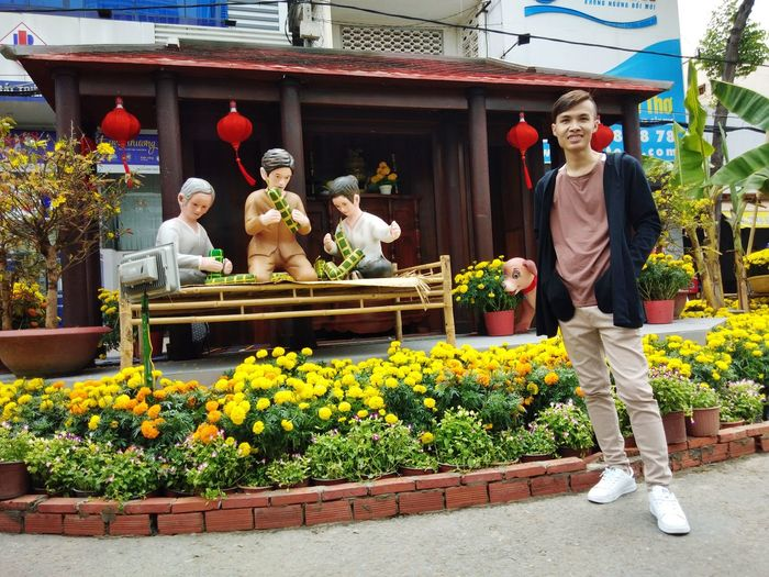 Tết cổ truyền... 😁 Vietnam Tết Mậu Tuất 2018 Flower Statue Outdoors Adult Day People Adults Only