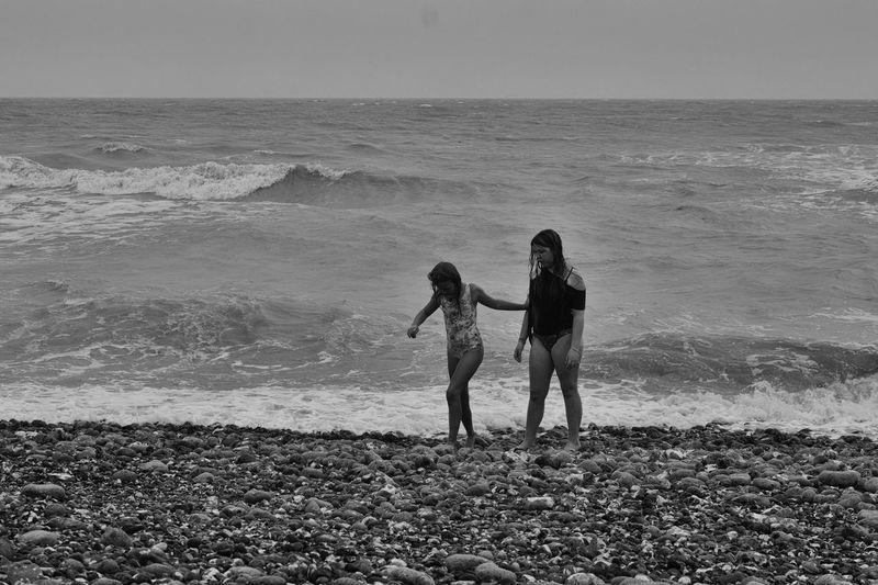 Beach Black And White British Summer Dramatic Beach Girls On The Beach Seashore Sisters Waves