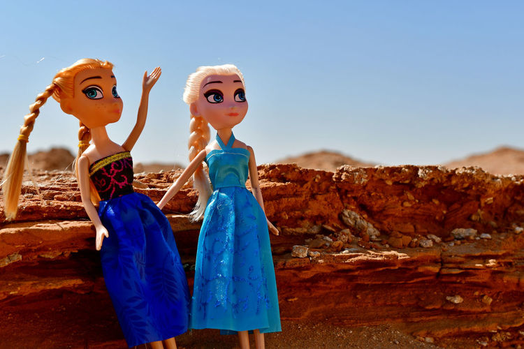 Blonde dolls posed in the rocky desert on location in blue silk and satin dresses Desert Dress Dress To Impress Dressed Up Dresses Ladies Lady Ladygaga Ladyphotographerofthemonth Blond Doll Blonde Girl Childhood Day Desert Beauty Dolls Dressing Dressing Up Eyem Location Model On Location No People Outdoors Rocks Satin Sky