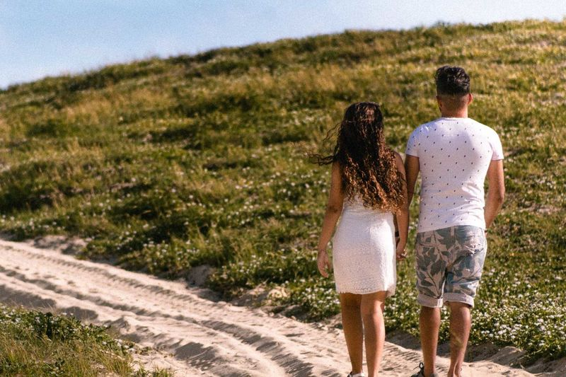 amor, sinceridade, carinho, paixao Adult Bonding Casual Clothing Couple - Relationship Day Emotion Land Leisure Activity Looking At View Love Men Nature Outdoors People Plant Positive Emotion Rear View Road Togetherness Two People Walking Women