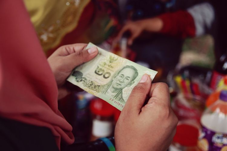 Asian Money Togetherness Bonding Paper Currency Spending Money Paying Buying Buy - Single Word Commercial Activity