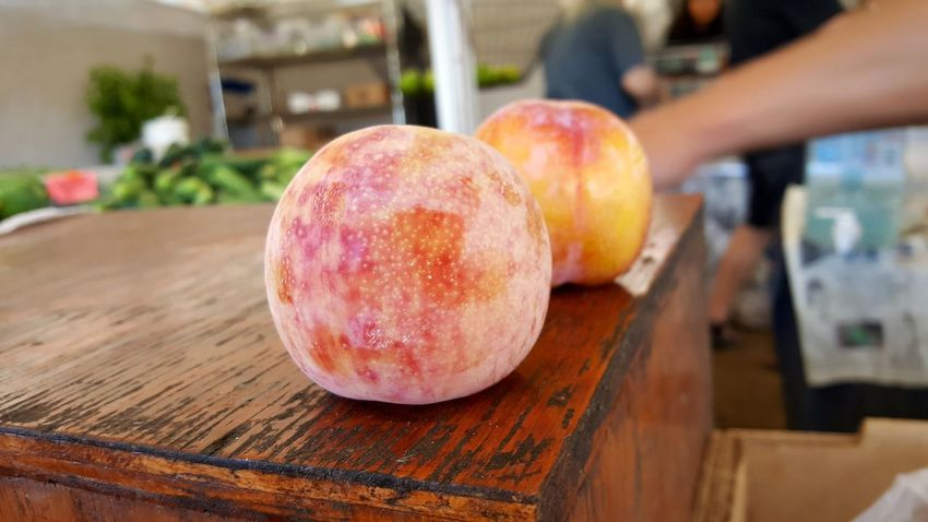 The best fruits & veggies can be found in farmers markets. Fresh Produce Fresh Fruits Fresh Veggies Peach Peaches Peaches🍑 Red Fruit Table Close-up Food And Drink Farmer Market Cutting Board Chopping Chopped