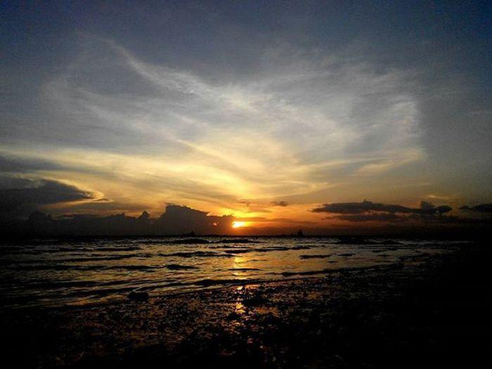 Jingga di Senja  sisi barat Balikpapan Lenovotography Sunset Balikpapanku Kaltim Pocketphotography Photooftheday Photostory Lzybstrd
