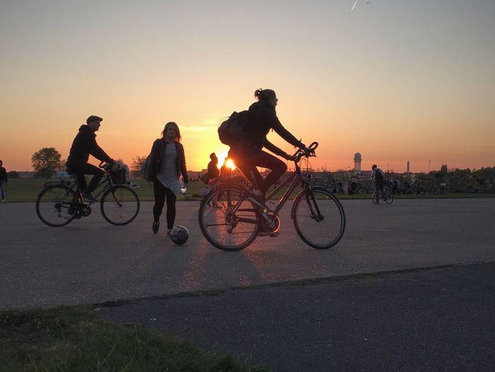 Tempelhofer Feld Berlin Bikes Sunset Sunset Silhouettes Golden Hour Bike