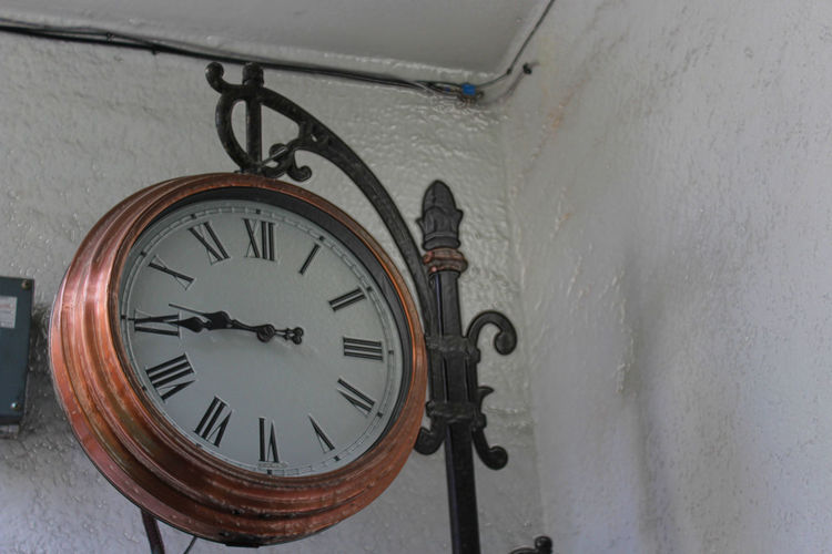 El tiempo apremia Accuracy Antique Circle Clock Close-up Day Geometric Shape No People Part Of Reloj Reloj Monumental Time