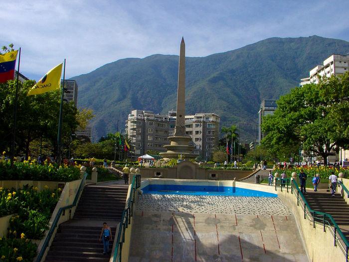 Venezuelando... Cometa Cristal Desayuno Time  Flower Piano Pipa Virgin Mary Statue Religious Icon