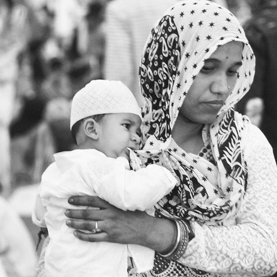 """"""" Mother < 3 """" Mother Father Parents Love Kids Portrait Family Street Streetphotography Blackandwhite B &w Masjid Delhi India ISO Incredibleindia"""
