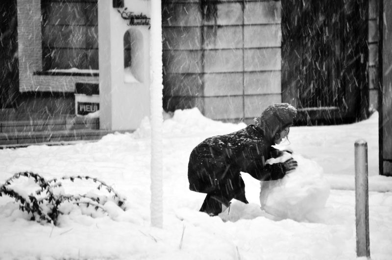 Deepfreeze Winter in the Snow Having Fun The Human Condition Bulding A Snowman! EyeEm Best Shots - Black + White Monochrome Streetphotography The Street Photographer - 2015 EyeEm Awards It's Cold Outside Monochrome Photography Snow Sports