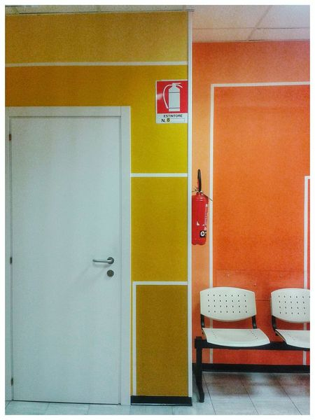 """""""Estintore"""". Fire Extinguisher Estintore Safety Signs Safety Sign Waiting Room Corner Interior Design Yellow Orange Color Chairs Hospital Evangelico Mobile Photography S3mini & Camerazoomfx in HDR shooting mode ( Bracketing). Snapseed"""
