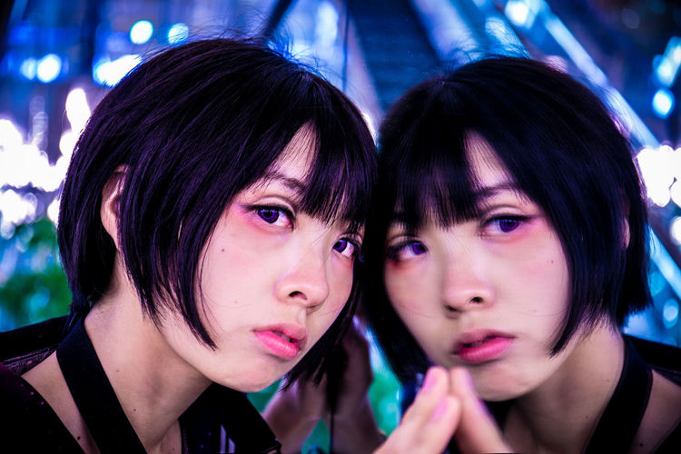 鏡は万能、サイバー感高い。 Headshot Portrait Real People Lifestyles Leisure Activity Young Adult Two People Looking At Camera Focus On Foreground Women Young Women Bonding Togetherness Front View People Indoors  Females Hairstyle Close-up Bangs Beautiful Woman Teenager