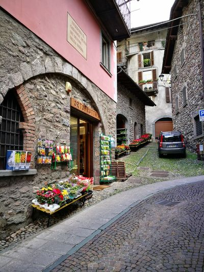 This is such a pretty little fruit and vegetable store. Narrow Streets Narrow Street Architecture Arched Doorway Arched Doors Arched Doorways Veggies Pink Italy Gromo Fruit Store Fruit Vegetables Vegetarian Food Flowers,Plants & Garden Pink Wall Pink Wall ♡♥♡ Pink Walls Old Buildings Built Structure Flower Store Cobblestone Streets Flower Architecture Building Exterior Built Structure