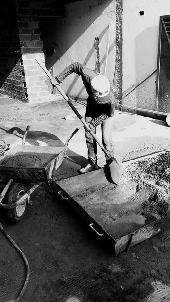 🔨⚒️🛠️⛏️🔩🔧👷🏽♂️ Power Generation Reality Real Life Real People Concretejungle Concrete Wall Concrete Floor Concrete Structure Working Hard Working Work Black And White Photography Blackandwhite Photography Black & White Black And White Blackandwhite Construction Site Construction One Person Real People Day Lifestyles Skill  Leisure Activity Holding Sunlight