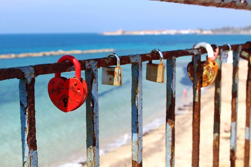Lock your love 💏 Padlock Sea Hanging Lock Focus On Foreground No People Close-up Travel Love Metal Love Lock Photographic Memory Capture The Moment Joaoaz90 Canon100D Canon Photooftheday Popular CarpeDiem  Adventure Love Loveforever Lovephotography  Photography Closeup