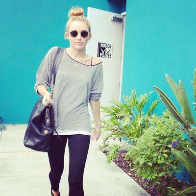 @mileycyrus @linilove0o Smilers Smiler Mileyisnotugly Milesbian mileycyrus NoHateforMiley