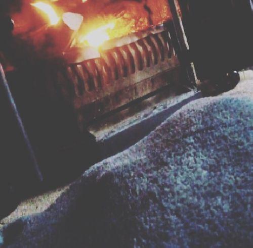 Au coin du feu cet hiver. 🔥 Cheminée Plaid