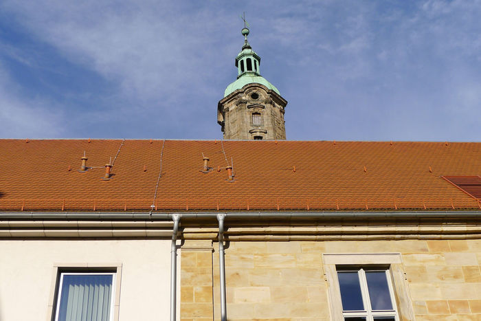 Old and new building Cross Erlangen EyeEm Selects Roof The Graphic City Architecture Bell Tower Building Exterior Built Structure Copper Roof Day Low Angle View My Point Of View No People Old And New Architecture Outdoors Rain Pipe Sandstone Wall Sky Tiled Roof  Town House Window