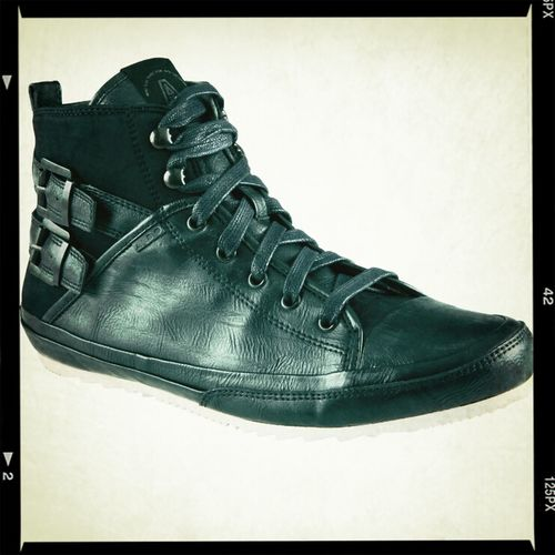 I finally received them UPS deliver them right on time. #hightops #honga from #Aldo.