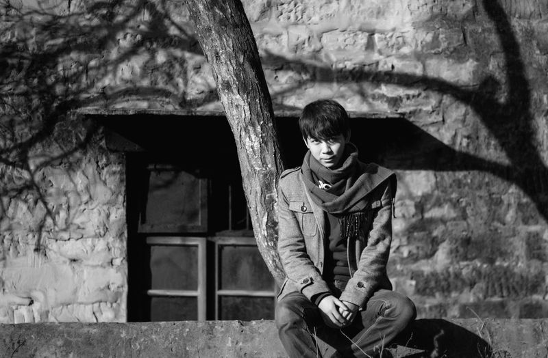 Joy Play Time Pentax Chongqing Have A Nice Day♥ Hanging Out People Enjoying Life Waiting Quality Time Light And Shadow Relaxing Looking At Camera Black And White Boy Self Portrait That's Me Old Buildings Old House