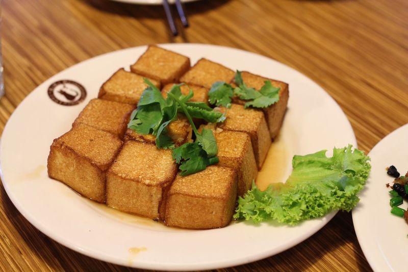 Food Plate Close-up 여행 사진 Photo 타이완 대만 키키 레스토랑 Kiki KIKI Restaurant 연두부 튀김요리 台北市 타이베이 Tofu Bean Curd Bean Curd Cheese Taipei, Taiwan