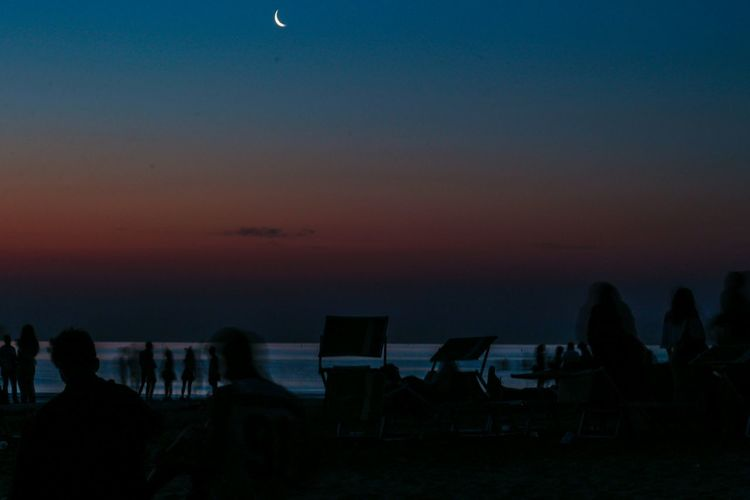 Adapted To The City Sky Night Astronomy Moon Star - Space Scenics Space Nature Science Dark Tranquility Silhouette Constellation Beauty In Nature Outdoors Star Trail Galaxy Milky Way Sunrise Beach Summer Summertime City Grunge
