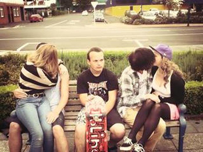 HAHAHA shame dobby Forever Alone Third Wheel Follow4follow Awkward Moments