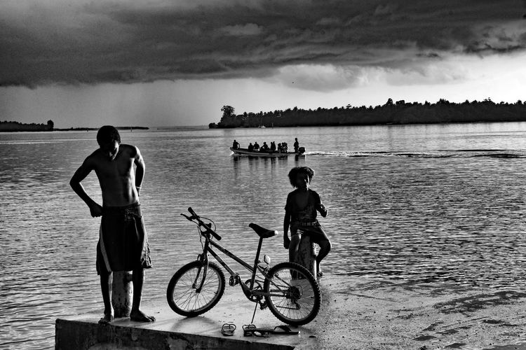Water Sky Cloud - Sky Transportation Bicycle Lifestyles Mode Of Transportation Nature Real People Leisure Activity Men Sea Child Togetherness Two People Day People Beauty In Nature Outdoors