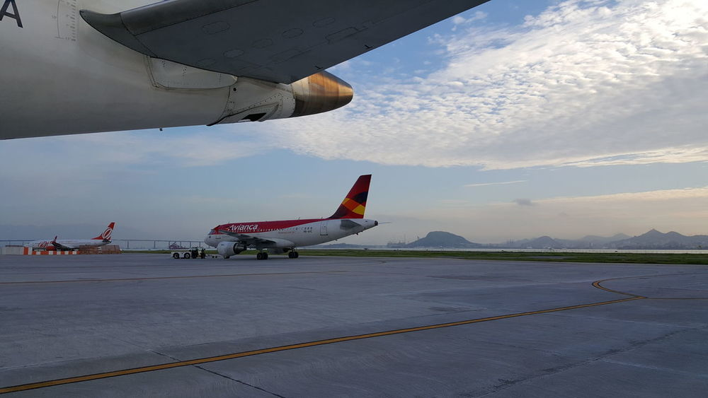 Taking Photos From My Point Of View The Purist (no Edit, No Filter) Eye4photography  EyeEm Best Shots I Love My City Airport Walking Around Planes Aeroporto Santos Dumont Starting A Trip Trip Rio De Janeiro Sky And Clouds Sunrise Sunrise_Collection Sunrise Landscapes Landscape_Collection