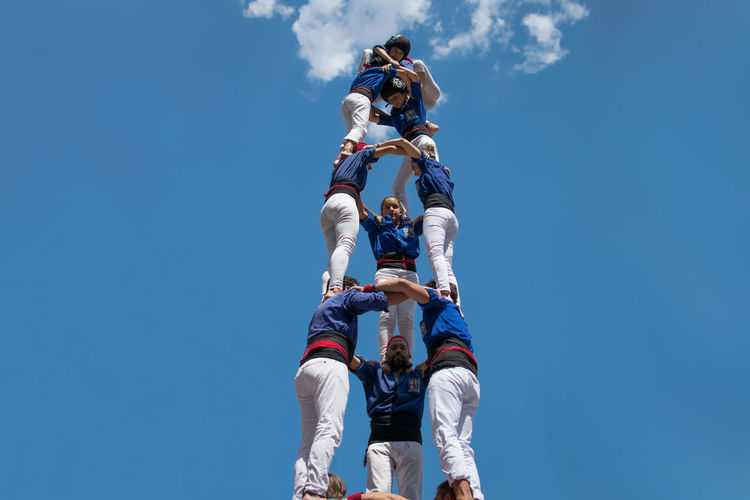 Catalonia Catalunya Creativity Fuerza, Equilibrio, Valor Y Sensatez Human Towers Human Tower Intangible Cultural Heritage Of Humanity Patrimonio Cultural Inmaterial De La Humanidad Tradition Traditional Culture Work Blue Castellers Catalan Culture Cataluña Enjoying Life Força, Equilibri, Valor I Seny Lifestyles People Real People Streetphotography Structure Tourism Traditional Vila De Gràcia