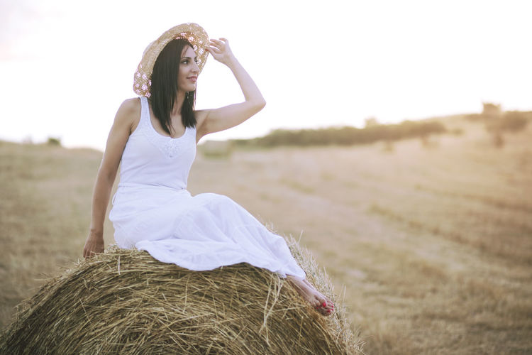 Beautiful Freedom Happiness Happy Lifestyle Portrait Of A Woman Woman Bale  Bale  Beautiful Woman Field Grass Happiness Landscape Nature Outdoors Portrait Pretty Pretty Girl Rural Scene Smile Smiling Straw Woman Portrait Young Women