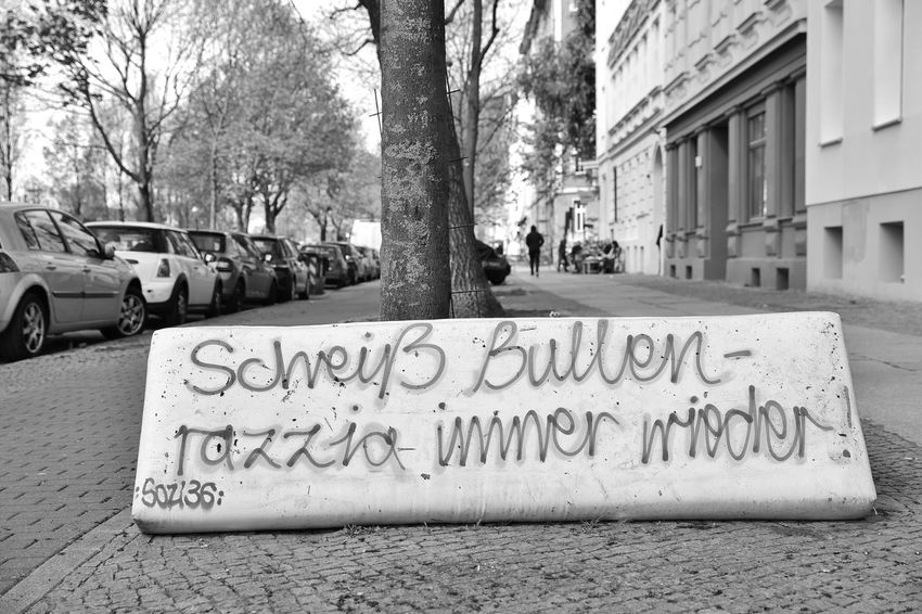 Berlin Bullen Kreuzberg Polizei Scheiße Text