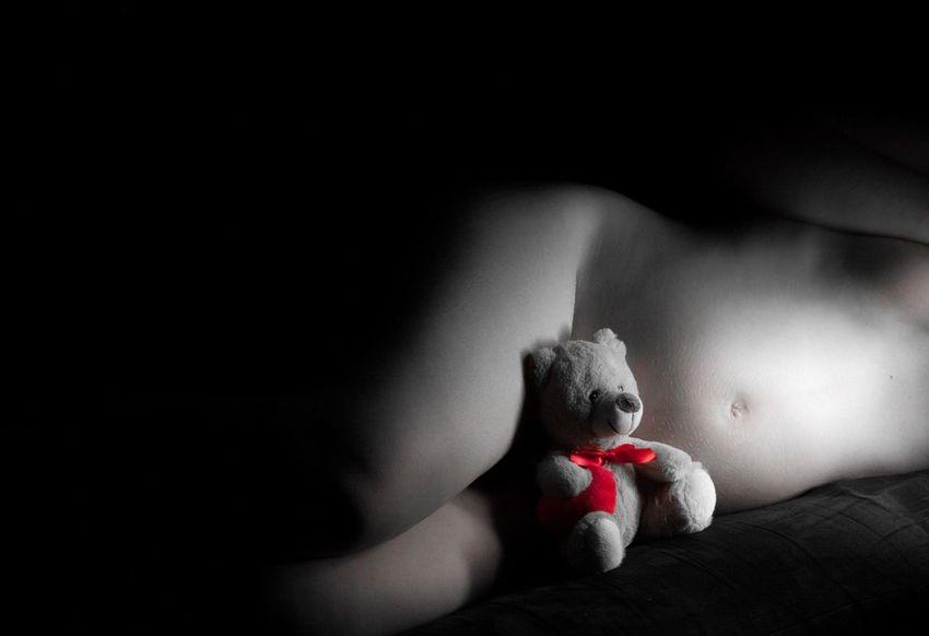 Naissance Sérénité Ourson Noir Et Blanc Photographie Lumière Grossesse Corps Nu