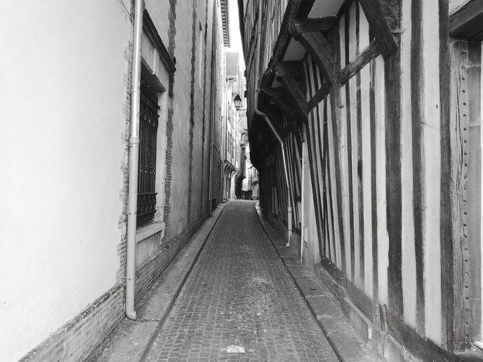 Vintage Photography Vintage Architecture Early Morning No People City Medevil Town Streetphotography Monochrome Monochrome Photography Blackandwhite Troyes France