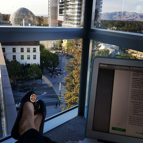 Not a bad spot to study. Enjoy the view until a girl started chomping on a green apple right in my ear. Seriously people grow some self awareness. Lol Perfectview GreenApple Sanjosé Library Sjcityhall SJSU Chokeoutcancer Cityview