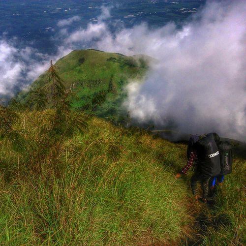 Pulang, mentari sudah tinggi keluarga dirumah menanti Parapejalan Mountainesia Ayodolan Jalan2man instagunung pendakicantik