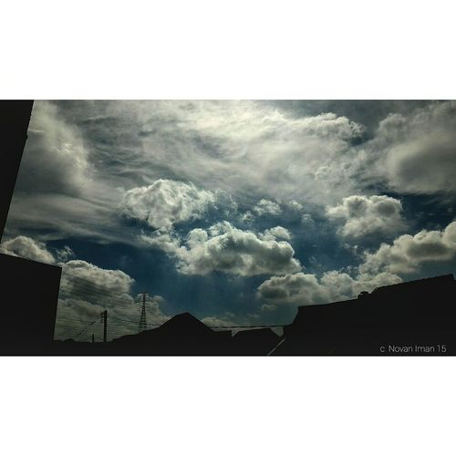 Look up to the sky, you can find 'another world' Mataponsel Sky Zenphone Photography EyeEm Team Adventure! EyeEm Team The Street Photographer - 2015 EyeEm Awards The Great Outdoors - 2015 EyeEm Awards ExploreEverything Asus Zenfone Photography