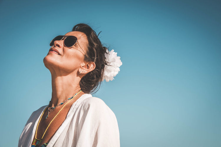 Felling the Light - My wife's sister at the beach feeling the sun light. Bahia Brazil EyeEm Brasil Porto Seguro Portrait Of A Woman Woman Beach Blue Sky Head Flower Portrait Sky Sun Sun Glasses Breathing Space Investing In Quality Of Life Second Acts