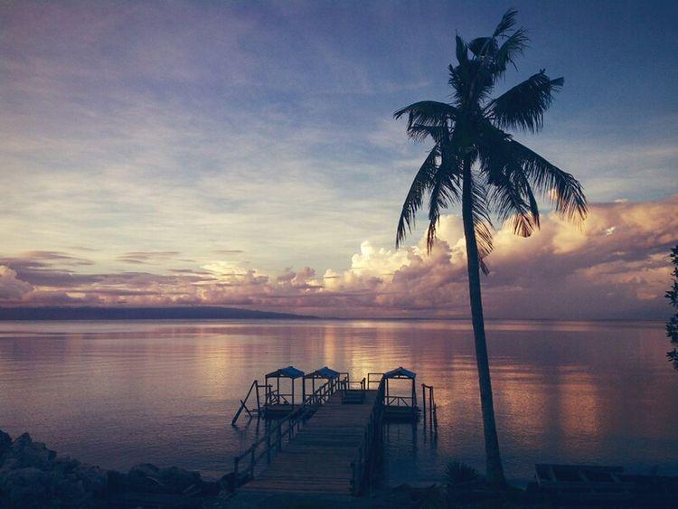 Waiting for the sunrise,Luwuk,Sulawesi Indonesia Relaxing Taking Photos Enjoying Life INDONESIA Horizon Over Water Outdoors Vacations Beach Sea Life Sea Sky Sunrise Luwuk Sulawesi INDONESIA