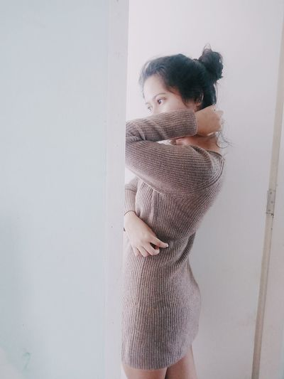 Warm Clothing Winterfashionformen Winterfashion Winter Beautiful Woman One Woman Only Beauty Standing Young Adult Side View Lifestyles Real People Selfportrait Selfie Uniqlo Uniqlophilippines Ootd Indoors