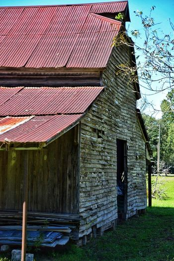 Old Barn Roof Built Structure Architecture Building Exterior Outdoors Wood - Material Day No People Corrugated Iron South Louisiana Architecture Barn Rustic Barn Rustygoodness Aged Wood Texture