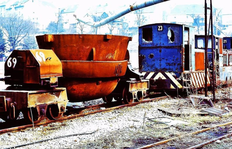 The lost place 🐾🐀♣️ EyeEm Best Shots Industrial Photography Hüttenanlage Light And Shadow No People Day Sunlight Nature Transportation Metal A New Beginning Outdoors Weathered Abandoned Train - Vehicle Rusty Land Vehicle Mode Of Transportation Old Train Rail Transportation Architecture Obsolete Industry Container