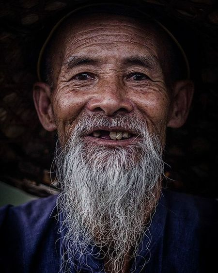 """Every smile make a day younger"" - Google - Google Quotes Traveler Fotorewang Photographysouls Photo Rarecation Guilin LiRiver Humainterest Humatinterestphotogrpahy Friends Wpo Hipaae Yangshuo Smile Natgeotravel Fotorewang Photosociety Fishermanfriends Relax Portrait PortraitPhotography Travelphotography Oldman photographer photography instagram saturdaynight nikond7000 lens50mm"