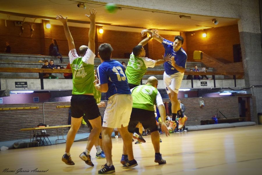 Women Fotography Handball Is My Life Handball Fotografie EyeEm Selects Practicing Sports Clothing Friendship Competitive Sport People Competition Healthy Lifestyle Sports Team Strength Lifestyles Exercising Adult Gym Sport Adults Only Real People Full Length Only Men Indoors  Activity