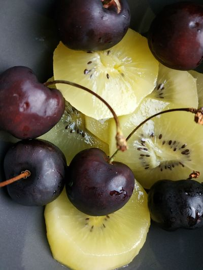 Fruit Yellow Dieting Vegetarian Food Black Olive Raw Food Table Close-up Food And Drink Kiwi - Fruit Grape