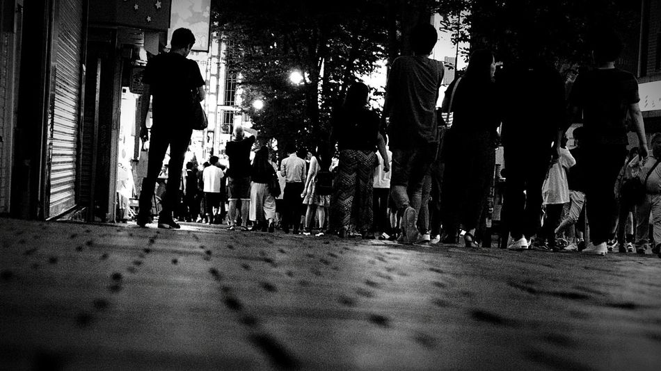 Warking Around Low Angle View Traffic Jam City Night Photography Monochrome From My Point Of View Hot Day Crosswalk Foot Nightphotography Many People