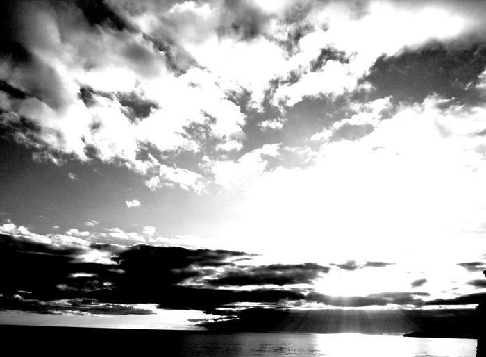 light from above Fotografia Photos Blackandwhite Portugal LoveBW Love Dark Darksky EyeEm Selects Bw_beautiful Photography Blackandwhitephotography Bw_captures #EyeEm Water Sea Power In Nature Wave Sky Cloud - Sky Horizon Over Water