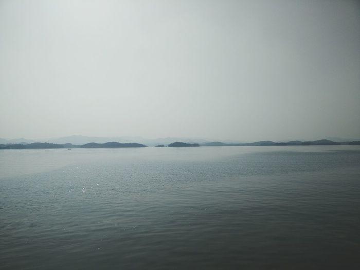 日暮乡关何处是?烟波江上使人愁。