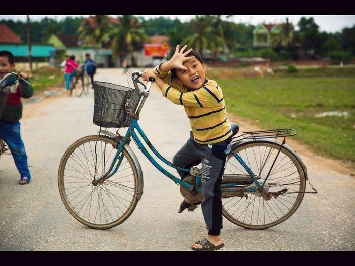 Smile Children Boy Vietnam Vietnameseboy Bycicle Hi!