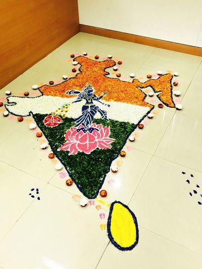 Rangolitime Rangoli Made From Flowers Laxmiji Makeinindia Diwali2k16😊 Littleartpiece⭐️ No People High Angle View Festiveseason MoneyShower Art And Craft