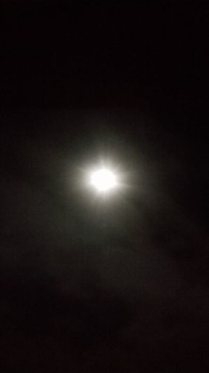 Der Mond durch mein Fenster Check This Out Full Moon Moonlight Moon Super Moon Beautiful Moon  The Moon