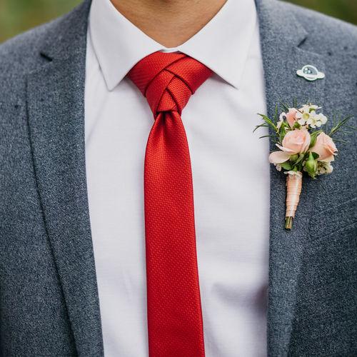 Wedding day. groom. boutonniere.